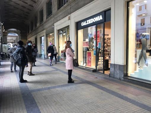 """Da lunedì il Piemonte torna in zona gialla, Brusaferro: """"Cautela, valori RT in aumento"""". Cirio: """"Non abbassiamo la guardia"""""""
