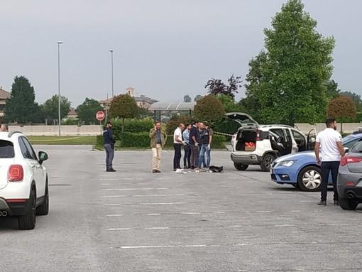 Omicidio nel piazzale dell'Auchan di Cuneo: la vittima è una 44enne residente a Saluzzo, già fermato il responsabile