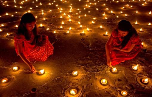 Lo yoga incontra la luci del Diwali a Pinerolo