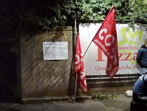 """La lotta al Caseficio """"Pezzana"""" diventa un simbolo: lavoratori chiamati in assemblea a Pinerolo"""