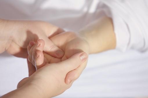 Fisioterapisti no-vax: si blocca la riabilitazione neuromotoria per i disabili minorenni