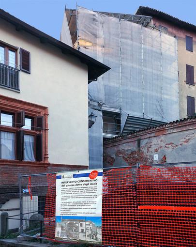 Il cantiere di Palazzo Acaia a Pinerolo raccontato con un telo