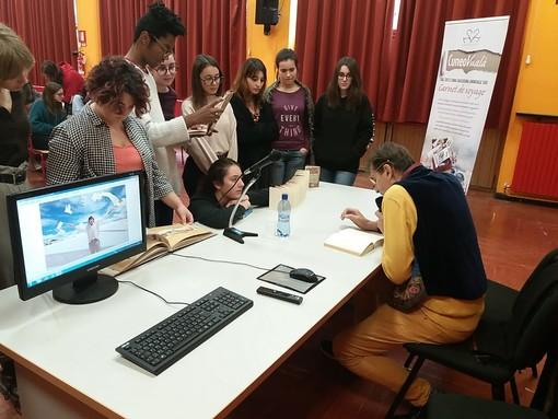 Sulle ali di un taccuino: Faravelli incontra gli studenti dell'artistico di Pinerolo