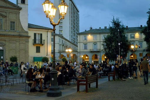 Notte piazza Facta Pinerolo