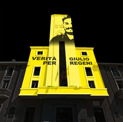Municipio Pinerolo illuminato Verità per Giulio Regeni