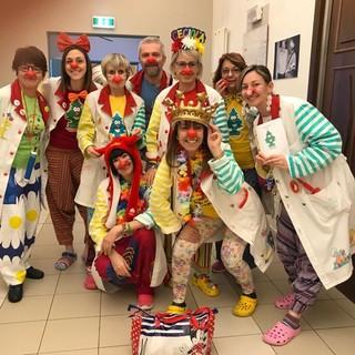 I clown di Pinerolo lontani dalla corsia: «Siamo diventati noi stessi degli esempi del vivere in positivo»