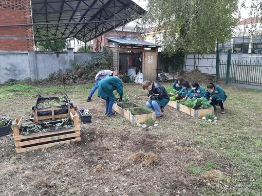 Dall'emergenza sanitaria all'Engim di Pinerolo è nato un orto didattico, che aiuta i ragazzi a crescere