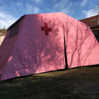 A Pinerolo una tenda diventa simbolo di speranza in un momento difficile di emergenza sanitaria