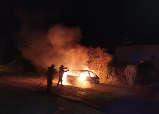 Auto in fiamme al Malan a San Germano Chisone