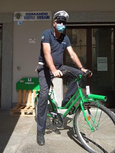 Il vigile Morello in sella alla sua PoliceBike