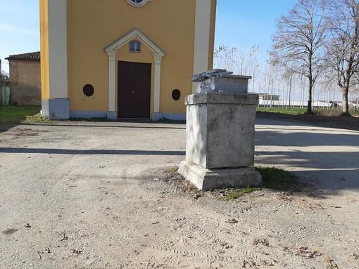 La croce abbattuta a Quintanello