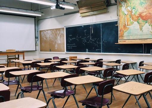 """Scuola, la polizia rassicura i maturandi: """"No alle fake news sull'esame"""""""
