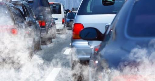 auto e smog . foto di archivio