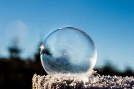 freddo palla di ghiaccio