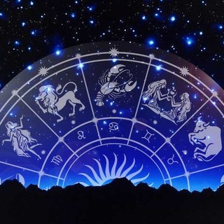 L'oroscopo di Corinne: il futuro svelato dalle stelle