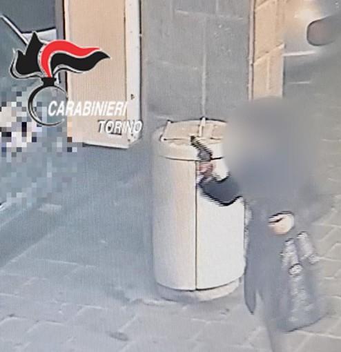 immagini di una rapina riprese dalle telecamere di sicurezza