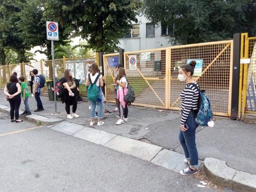 In Piemonte mascherine obbligatorie anche all'aperto vicino alle scuole