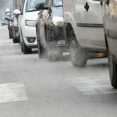 Qualità dell'aria, il Piemonte approva i blocchi del traffico: dal 1° ottobre stop ai diesel Euro 4